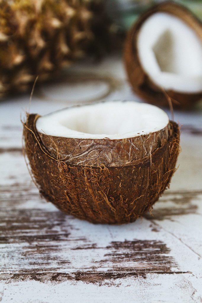 Kokosnuss halbiert